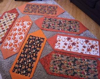 Fall Tablerunners / Table Decor / Autumn Decor / Fall Decor / Pumpkins Tablerunner / Fall Leaves Tablerunner / Harvest Tablerunner