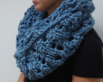 THE WILLOW cowl / chunky knit warm knitted scarf / soft BLUE / wool blend