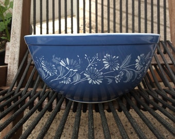 Blue Daisy Colonial Mist Pyrex Bowl