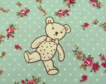 2643A -- Cute Bear Fabric with Wreath in Lt. Green Color, Animal , Flower, Wreath, Tiny Dots