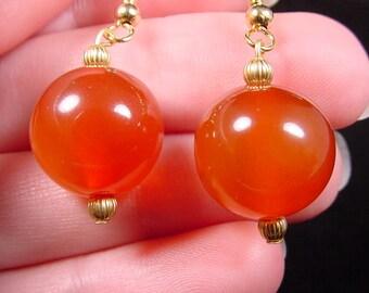 14mm Orange CARNELIAN one bead gemstone on gold tone dangle hook earrings EE447-k