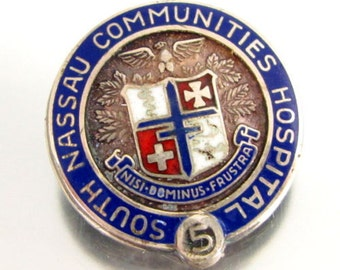 Vtg SOUTH NASSAU COMMUNITIES 5 Year Service Pin Nursing Sterling Enamel Silver