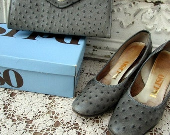 Vintage 1960's Faux Ostritch Print Gray Purse Matching Shoes, Size 8AA Deliso