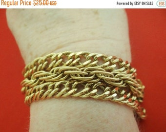 "20% off sale Beautifully made MONET signed Vintage 7.5"" gold tone bracelet in great condition, appears unworn"