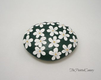 Painted Daisies Stone Paperweight, Hand Painted Office Decor, Home Decor, Gift