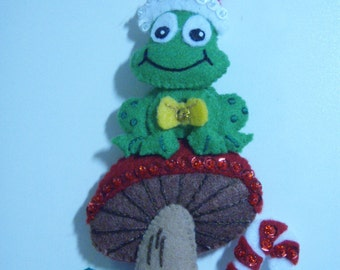 Bucilla FROG ON MUSHROOM Ornament from the Gnome Collection