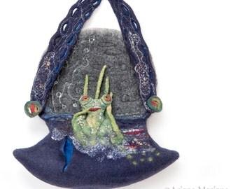 Felt Bag Fiber Art Frog, Felt Designer Handbag, Artiste Bag Paris, Original Novelety bag, Green Design, unique High Fashion, fantasy fun