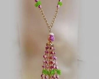 Vintage Purple Pink Lavaliere Necklace. Pink White Purple Bead Necklace.