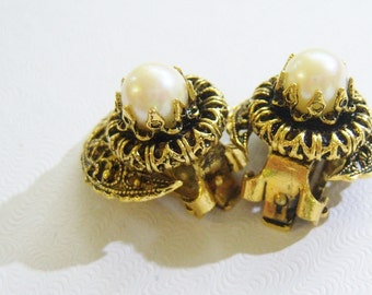 vintage small gold tone round clip on earrings with white bead center 615C