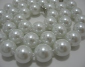 PEARLS. WHITEST WHITE Shell pearl, Faux Pearl, Costume, Beads, Jewelry makeing, Not plastic, Pearlized, Craft supplies, Round beads.