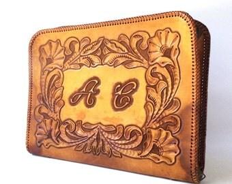 vintage 1970's tooled leather attache briefcase organizer tote camel tan business work tablet caramel chestnut women men fashion rectangular