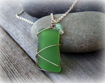 SALE - Crisp Green Sea Glass Pendant Necklace . Genuine Seaglass . Beach Accessory.