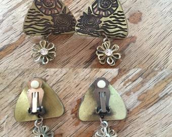 Vintage 60s / Gold / Brass / Flower / Clip On / Earrings