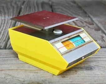 Rare Retro 1968 Yellow Park Sherman Scale