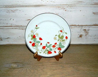 Avon Dessert Plate - 22K Gold Trim - 1978 - Strawberries and Flowers - Made in Brazil