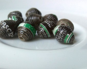 10 paper beads - black, green -