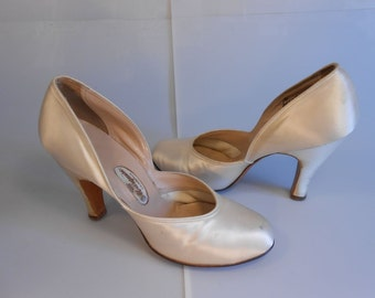 A New Look Wedding - Vintage 1940s Ivory Satin Wedding Handcrafted Pumps High Heels - 5/5.5
