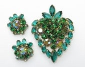 Vintage Weiss Green Rhinestone Strawberry Brooch and Earrings Set