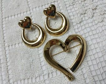 Monet Heart Gold tone  Brooch and clip earrings Mint Condition