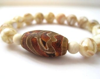 Tibetan Agate & Mother of Pearl Bracelet / Shell Stacking Bracelet / Beaded Agate Bracelet / Cream White Brown / Natural Earthy
