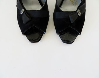 Vintage 1950s Shoes / 50s Shoes / 1960s Shoes / Peeptoe Black Heels by Mackey Starr / Size 5