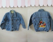 vintage daisney child's denim jacket - MICKEY MOUSE & friends embroidery jean jacket / 5yr-6yr