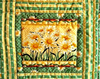 """Quilted Table Topper / Centerpiece Mat / Trivet / Candle Mat / Mug Rug - Daisy - 13"""" square"""