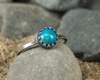 Turquoise 6mm Cabochon Ring in Sterling Silver with Crown Bezel and Hammered Band Stackable - Shimmering Sunstone