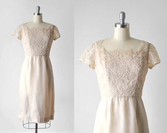 50's light pink wiggle dress. 1950's lace dress. organza. chantilly lace. m. 1950 champagne dress. 8.