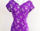 purple print dress / 70s v-neck dress / vintage wiggle dress