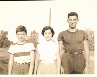 Vintage Photo, Brothers and Sister, Teens, Family Photo, Black & White Photo, Found Photo, Snapshot, Vernacular Photo    AUGUSTINE1178