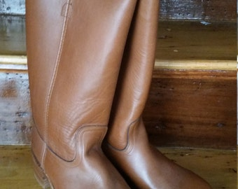 Vintage Frye Tan Leather Tall Boots Made in the USA Size 9D Fall Autumn Never Worn