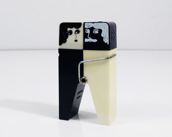 Black and white clothespin salt & pepper shakers from Emson Inc.