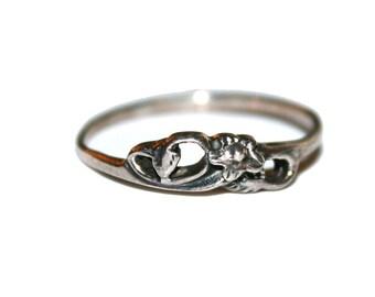 Size 8.5 - Vintage Sterling Floral Ring - Vintage 70s sterling 925 ring