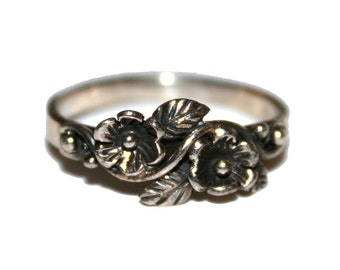 Size 4 - Vintage Sterling Silver Flower Ring - Vintage 70s sterling 925 ring Daisy
