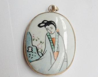 Vintage,  Hand painted porcelain potteri  shard pendant, Chinese pottery. Geisha pendant (51x36mm)