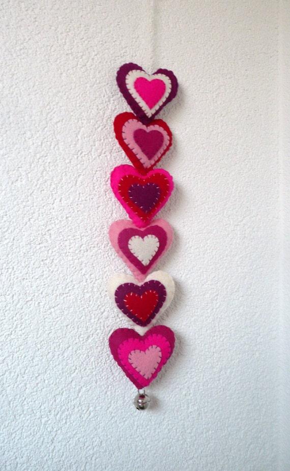Pink felt hearts wall hanger / door hanger - 6 stuffed hearts