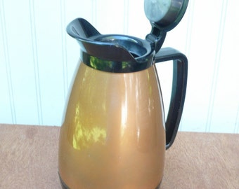 Insulated Coffee Pitcher Carafe 32 ounce Mid Century West Bend Thermo-Serv