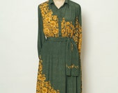 Vintage 70s Dress /  80s dress / boho dress - Sleeveless / Green Dress / Floral Dress / Secretary Dress /Size S,  M / Button down dress