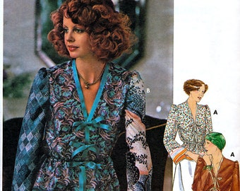 Butterick 4724 Vintage 70s Misses' Blouse Sewing Pattern - Uncut - Size Petite 6
