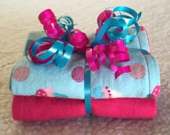 Cupcakes - Set of 2 Reversible Burp Cloths - Ready to Ship by PiquantDesigns
