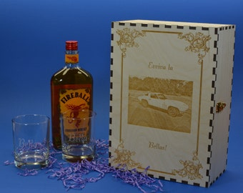 Personalized Wood Spirits Gift Box with 2 Etched Rocks Glasses for a 750 ml Bottle