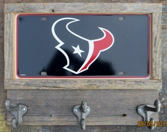 Free shipping!  Houston  Texans  Coat, keys or cap holder, rustic style, license plate with three  hooks