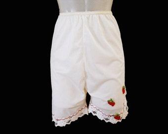 Vintage Petti Panties - 60s Long Panty - White with Strawberry Appliques - 1960s Nylon Petti Pants