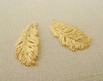 Matte Gold Tarnish Resistant Curved Feather pendants, connectors, 2 pc, ES51154