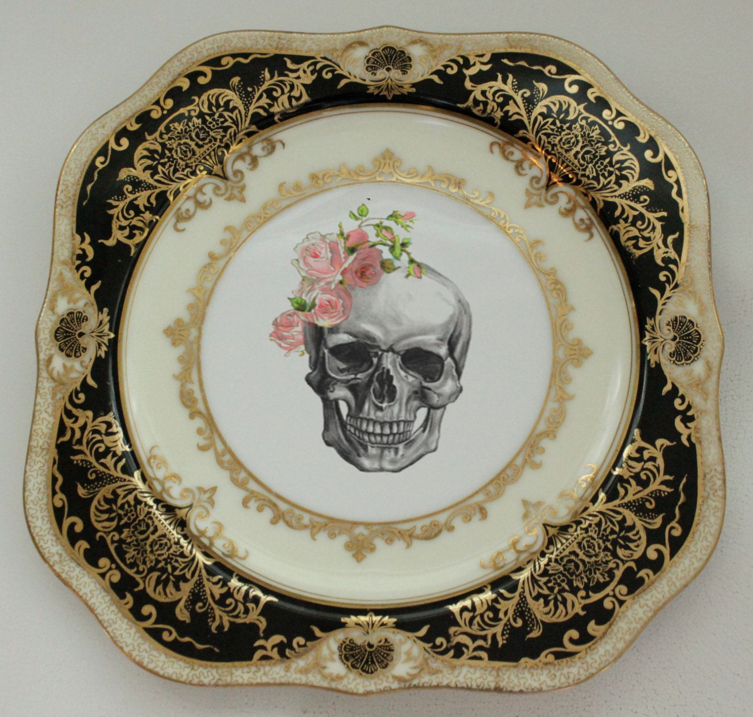 & BACK IN STOCK - Black and Gold Skull Halloween Plate 7.5\