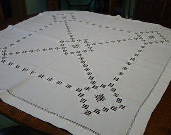 "Beautiful Vintage Norwegian Hardanger Tablecloth, 41 x 42"""