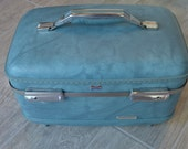 Awesome Vintage American Tourister Traincase - See all of our vintage traincases