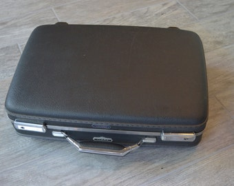 Awesome Vintage American Tourister Suitcase