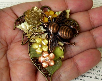 Elven Bumble Bee Brooch (P506) - Steampunk Pin - Copper Plated Bee - Brass Gears and Leaf Framework - Resin Florals - Velvet Ivy Leaves